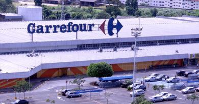 Carrefour reduz em 30% preços de gêneros alimentícios