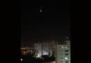 Balão cruza os céus de Jundiaí durante a noite