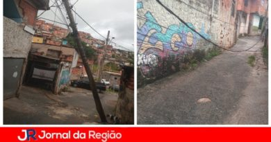 Poste se inclina e fios ficam no chão no São Camilo