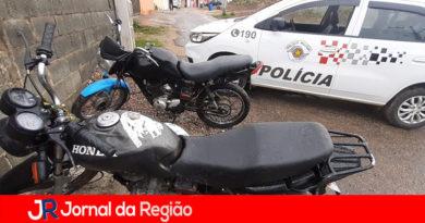PM recupera duas motos e prende dois