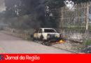 Carro incendiado na Vila Hortolândia
