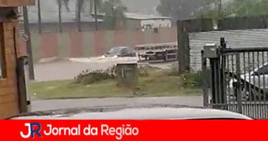 Chuvas alagam avenidas em Campo Limpo