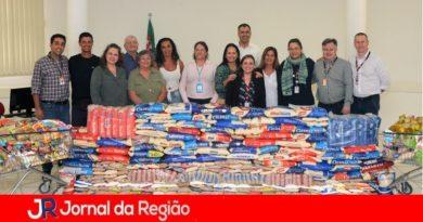 Coca-Cola doa alimentos e roupas ao Fundo Social