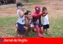 Homem Aranha anima crianças no Parque da Cidade