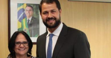 Prefeito se reúne com ministra da Família, em Brasília