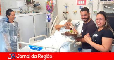 Dona Maria tem festa surpresa no hospital