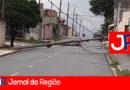Caminhão derruba dois postes em Várzea