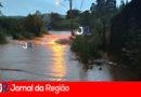 """Águas """"engolem"""" pista em Campo Limpo"""
