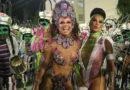 Viviane Araujo e Scheila Carvalho desfilam em Santos