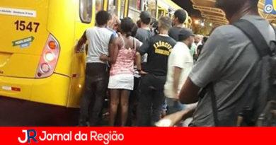 Motoristas de ônibus cancelam paralisação