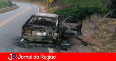 Corpo é achado em carro queimado