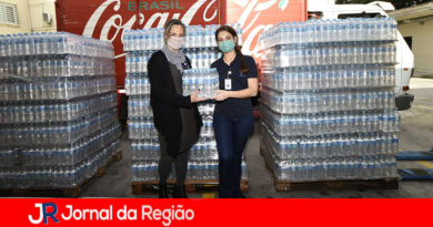 Coca-Cola doa 25 mil garrafas de água para a Saúde