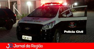Bandidos roubam casa e colocam fogo com vítima dentro
