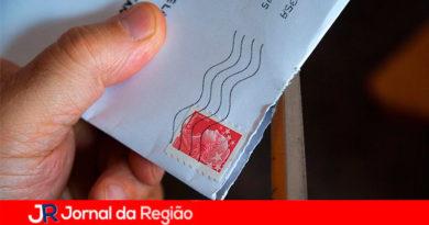 Crianças enviam cartas para idosos que vivem em asilos