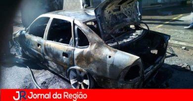 Carro pega fogo na Marginal