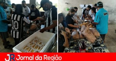 Torcedores do Santos distribuem lanches