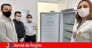 ACE Jundiaí doa freezer para o Banco de Leite Humano