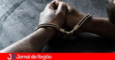 Homem é preso por dar soco em sobrinha de 13 anos