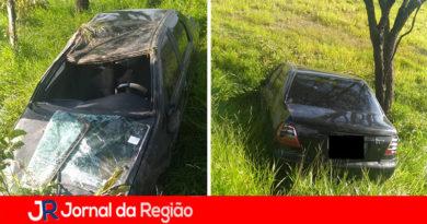 Carro capota e fica no meio de matagal em Jundiaí