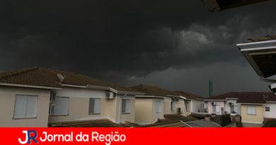 """Dia """"vira noite"""" em Jundiaí antes de temporal"""