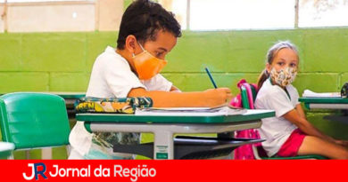 Governo explica motivo de permitir abertura das escolas
