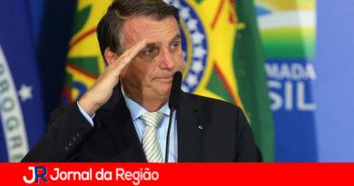 Bolsonaro anuncia compra de 20 milhões de doses de vacina