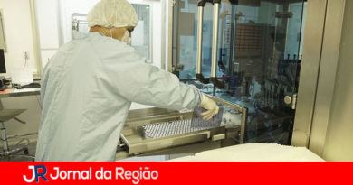 Bolsonaro diz que Fiocruz entrega 18 milhões de vacinas neste mês