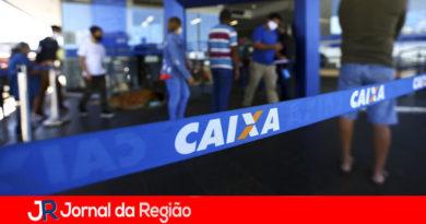 Bancários da Caixa decidem se entram em greve no dia 27