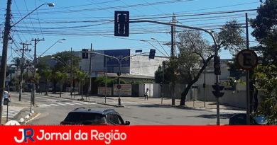 Semáforos estão apagados em avenida de Várzea Paulista