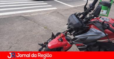 Moto bate em moto no viaduto da Ponte São João