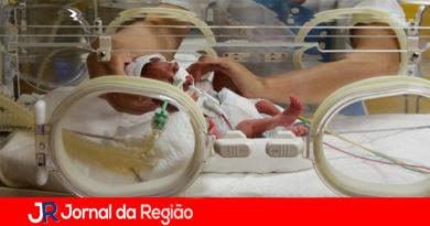 Mulher dá à luz a nove bebês