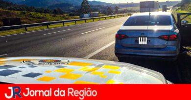 Polícia Rodoviária recupera carro na Bandeirantes