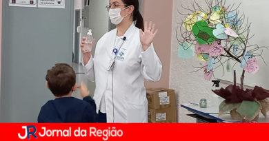 Equipe do Hospital São Vicente faz conscientização sobre cuidados com alunos de escola