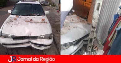 Carro bate contra casa no bairro da Colônia, em Jundiaí