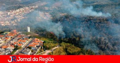 Incêndio no Morro da Baleia. (Foto: Daniel Carrero)
