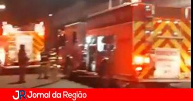 60 bombeiros trabalham para salvar a Cinemateca Brasileira