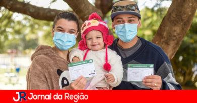 Casal de 31 anos toma vacina no mesmo local em Jundiaí