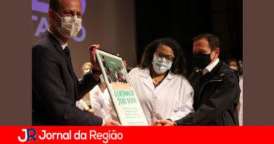 Doria recebe homenagem. (Foto: Mauro Utida)