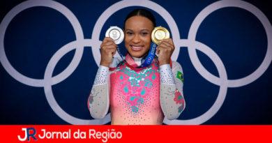 Rebeca Andrade com as medalhas das Olimpíadas. (Foto: Ricardo Bufolin/ Panamerica Press/ CBG)
