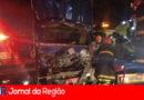 Dois ficam feridos graves em colisão de caminhões