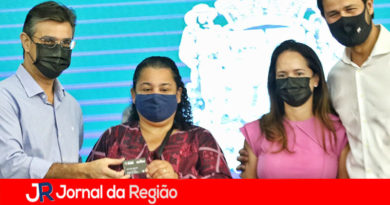 Vice-Governador Rodrigo Garcia entrega cartões do Bolsa do Povo