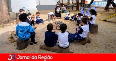 """Projeto """"No Meu Quintal"""" leva atividade ao ar livre para alunos"""