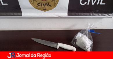 Homem é preso por ameaçar a mulher com faca para ter relações sexuais
