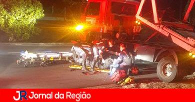 Moto bate contra caminhão guincho no Jundiaí Mirim