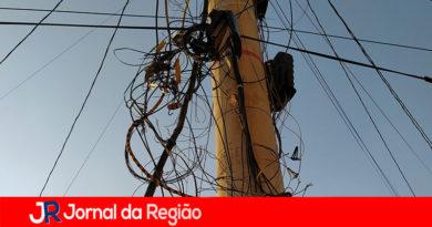 Moradores de Várzea reclamam do corte de cabos de internet