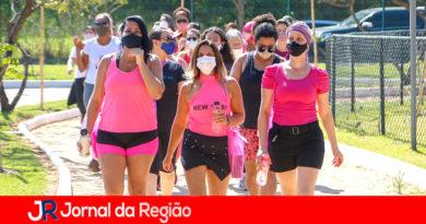 Itupeva faz caminhada para lembrar as mulheres do exame de mama