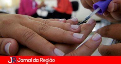 Fundo Social oferece curso de manicure grátis para jovens de 16 anos