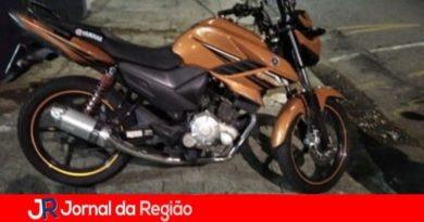 Moto é furtada na Vila Progresso